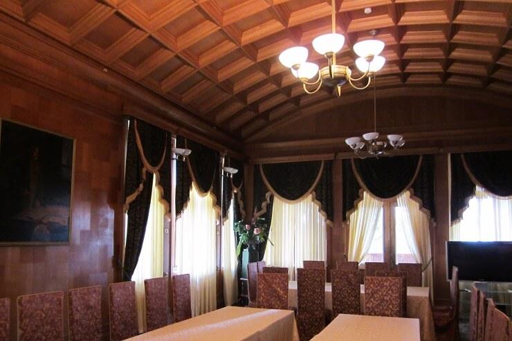 Обеденный зал на даче Сталина