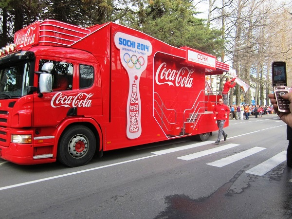 Олимпийский огонь в Адлере. Coca-Cola