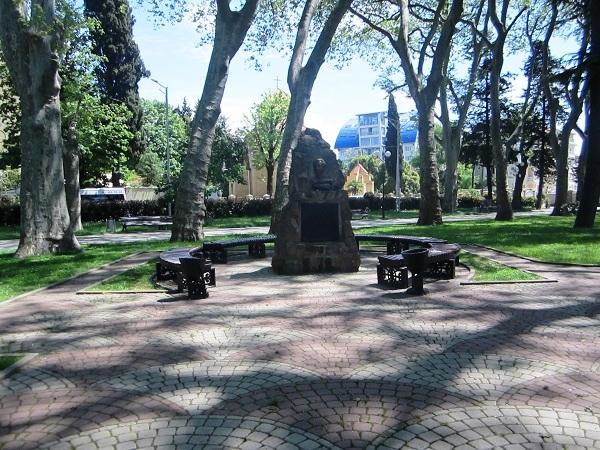 Отдых в Адлере. Памятник Бестужеву