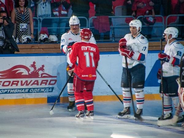 Путин играет в хоккей. №11