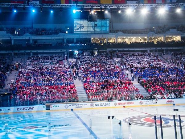 Путин играет в хоккей. Трибуны
