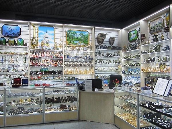 ЖД вокзал Адлер. Магазин сувениров