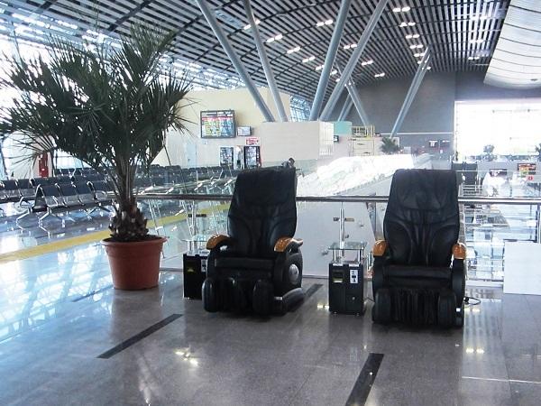ЖД вокзал Адлер. Массажные кресла