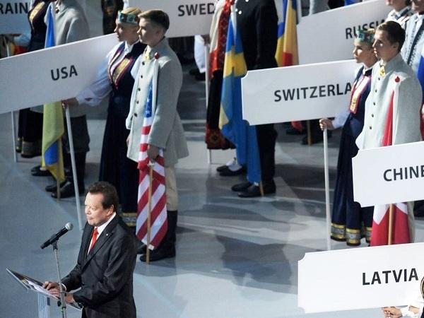 Сочи встречает флаг Всесоюзных хоровых игр.  Рига
