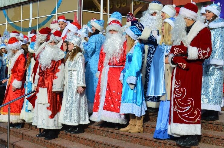 Парад Дедов Морозов и Снегурочек в Сочи