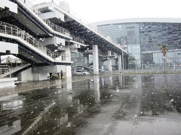 Снег в Сочи. Вокзал