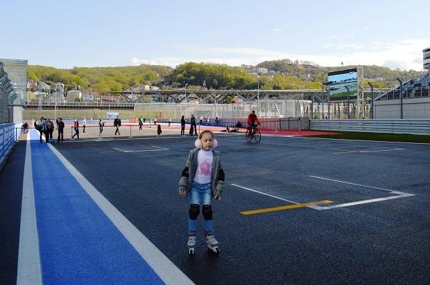 Фитнес-утро на Сочи Автодроме. Дети на трассе