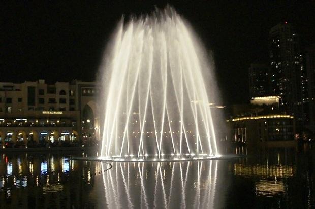Зимний режим работы Олимпийских фонтанов. Фонтан Дубая