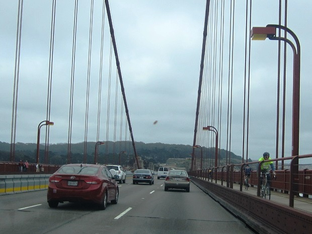Сан-Франциско. Мост Золотые ворота. Велосипедист