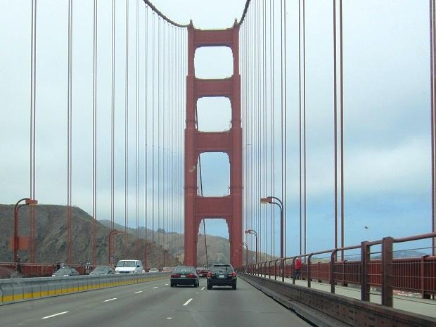 Сан-Франциско. Золотые ворота. Разделительная полоса
