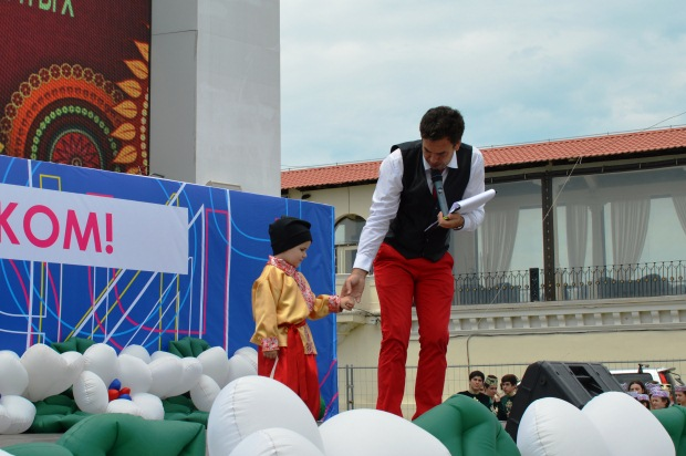 Конкурс карнавальных костюмов в Сочи. Казачок