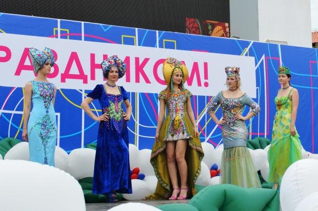 Конкурс карнавальных костюмов в Сочи. Коллекция Россия