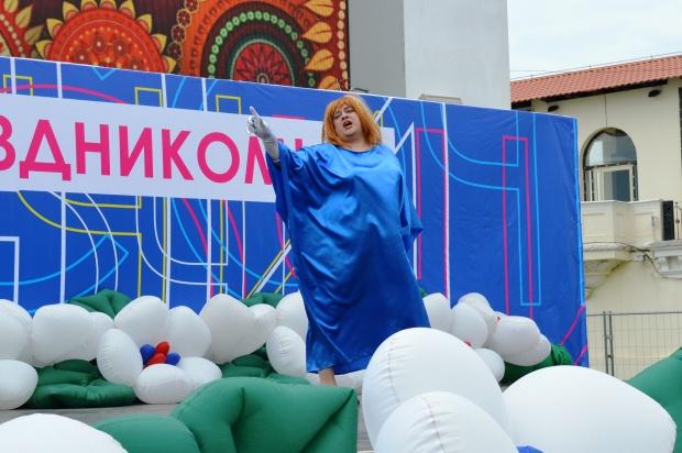 Конкурс карнавальных костюмов в Сочи. Примадонна