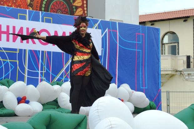 Конкурс карнавальных костюмов в Сочи. Птица Феникс