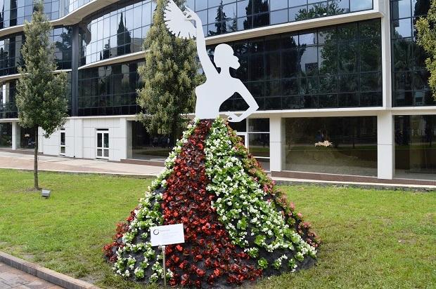 Праздник цветов в Сочи. Девушка