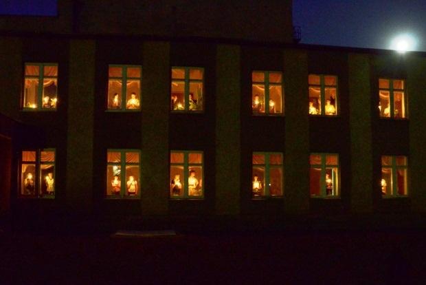 Свеча памяти. Свеча на окне