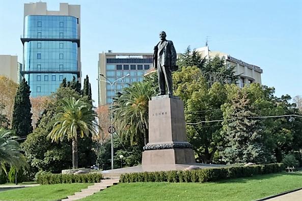 Курортный проспект в Сочи. Памятник Ленину
