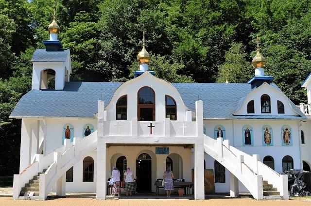 Храм в честь икон Божией Матери Песчанской и Владимирской