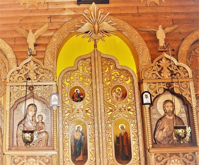 Иконостас в храме в честь иконы Божией Матери Песчанской