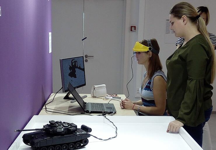 Парк науки и искусства Сириус. Управляемый взглядом танк