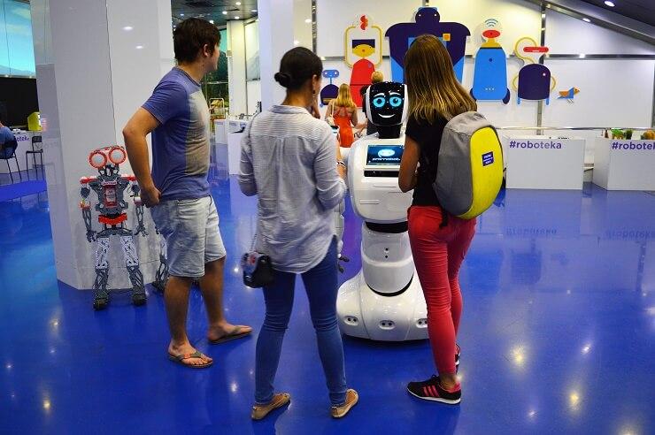 Выставка роботов1