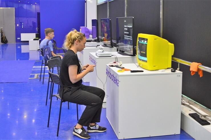 Выставка роботов2