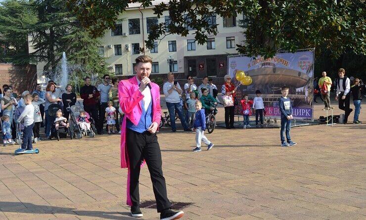 Ведущий циркового шоу на Навагинской