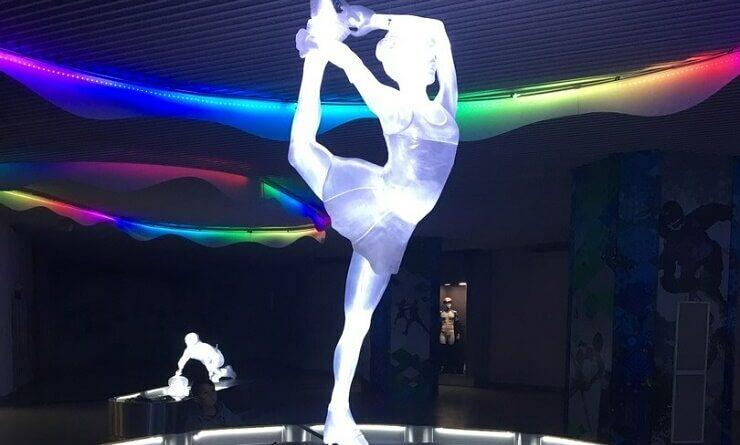 Экспонат Парка ледяных скульптур. Фигуристка
