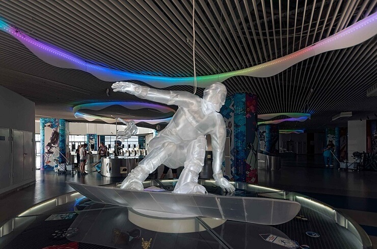 Экспонат Парка ледяных скульптур. Сноуборд
