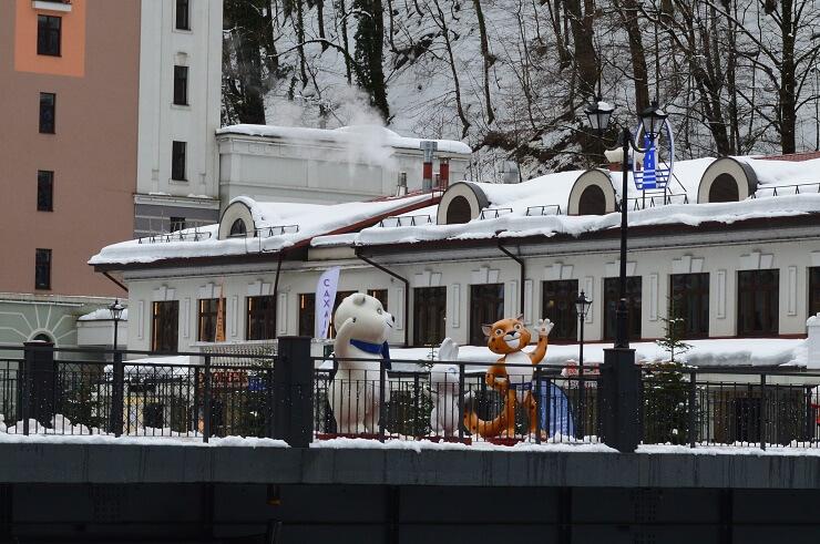 Талисманы Олимпиады на Пешковом мосту