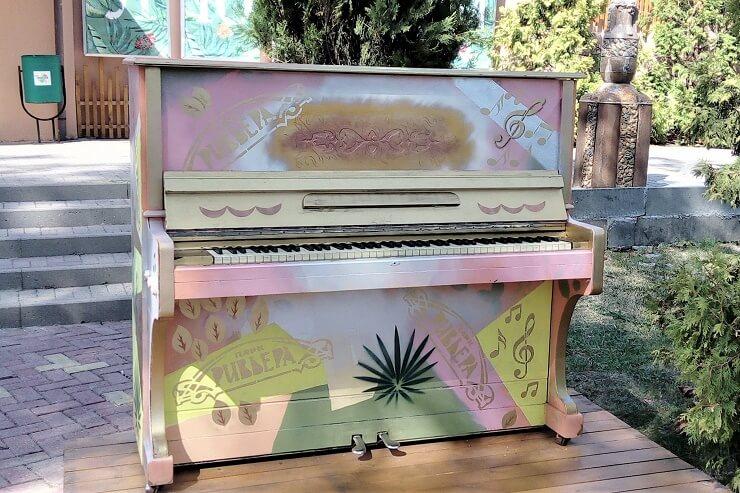 Ривьера. Пианино
