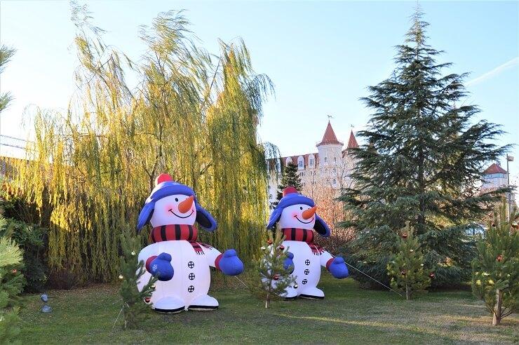 Два снеговика в Сочи Парке