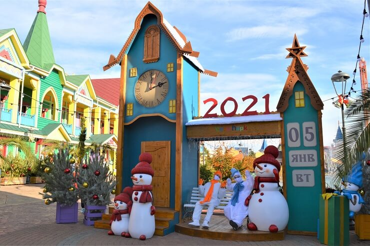 Снеговики встречают гостей Сочи Парка