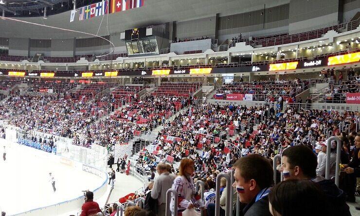 Владимир Путин играет в хоккей