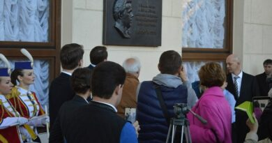 Мемориальная доска Кобзону в Сочи