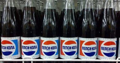 Бутылки с пепси-колой